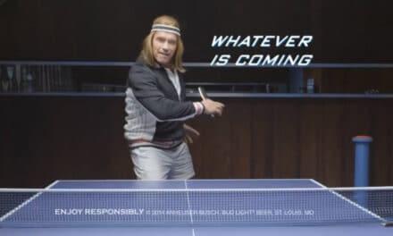 Arnold Schwarzenegger joue au Ping Pong – Super Bowl