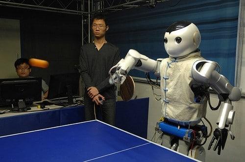 Attention humanoïde, entraînez-vous, les robots arrivent au Ping Pong!