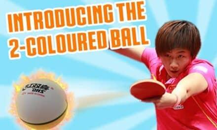 Des balles de Ping Pong de deux couleurs arrivent