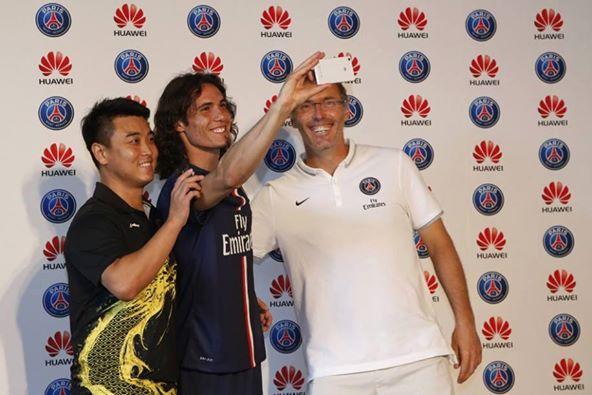 Edison Cavani et Laurent Blanc contre Wang Hao