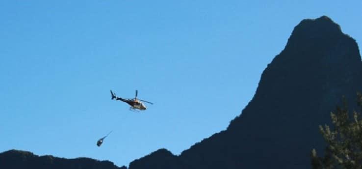 Insolite ! La table arrive par hélicoptère ! Cirque de Mafate – La Réunion