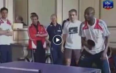 Les footballeurs de l'équipe de France jouent au Ping Pong