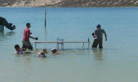 Jouer au Ping Pong sur et sous l'eau