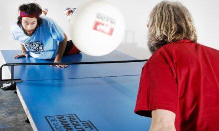 Jouer au Ping Pong avec un ballon de Football – Headis