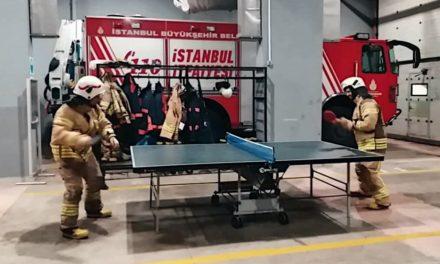 Jouer au Ping Pong au travail