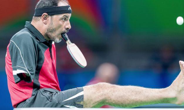 Jouer au Ping Pong sans les mains : Ibrahim Hamato joue avec la bouche