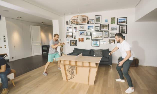 Jouer sur une mini table de Ping Pong entièrement en carton –  PPT 100 Decathlon